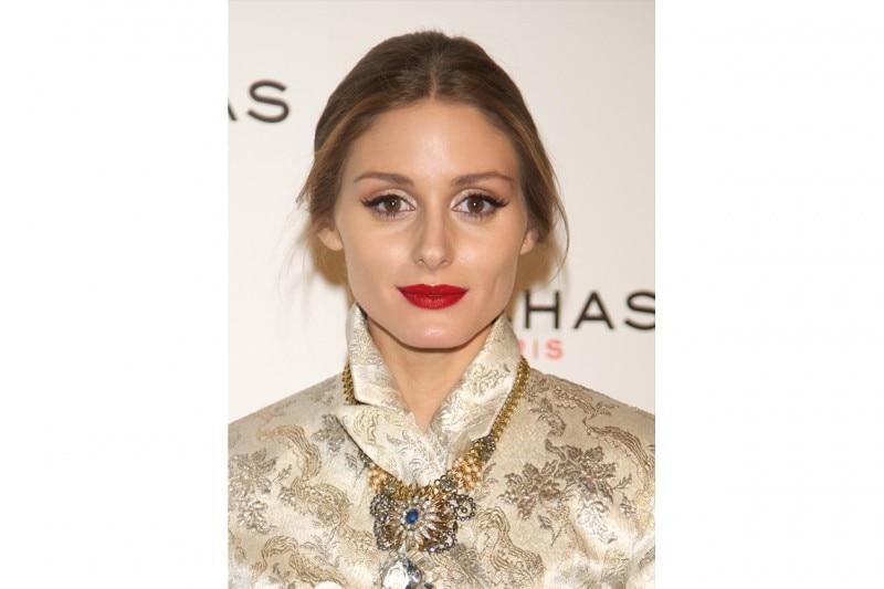 Olivia Palermo trucco: rossetto rosso e ombretto luminoso