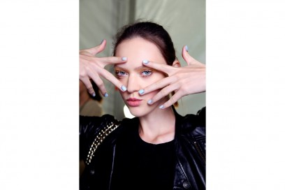 Reverse french manicure: Angel Sanchez