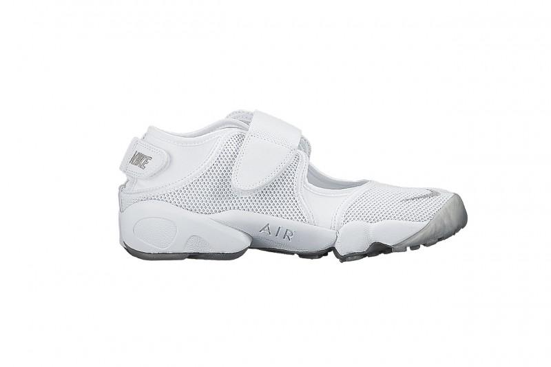 Nike Sneakers Estive