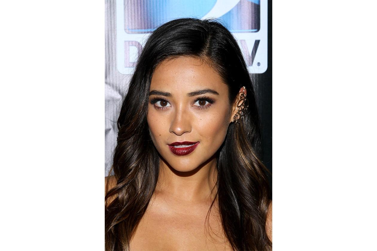 Shay Mitchell beauty look: dark lipstick