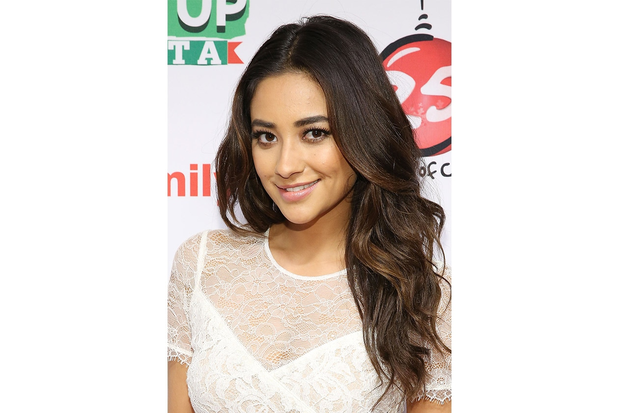 Shay Mitchell beauty look: make up naturale