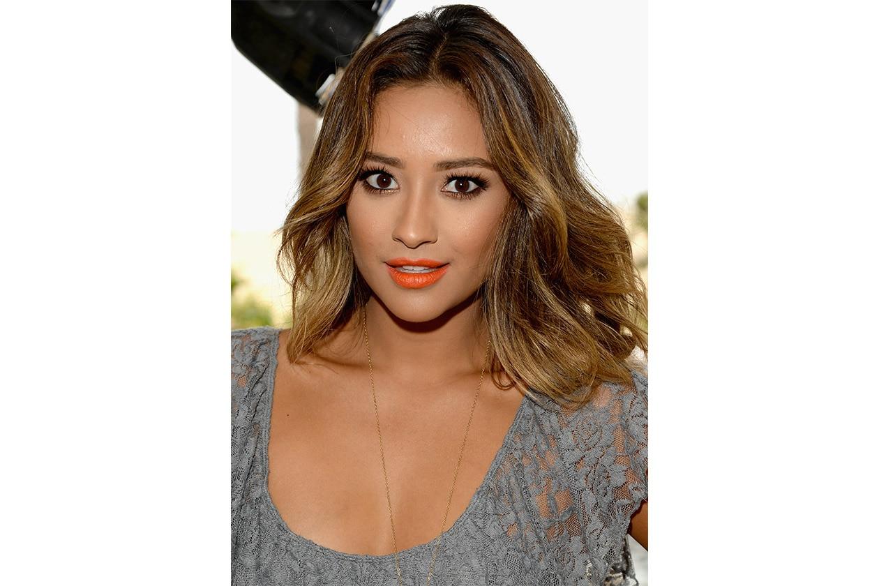 Shay Mitchell beauty look: orange lipstick