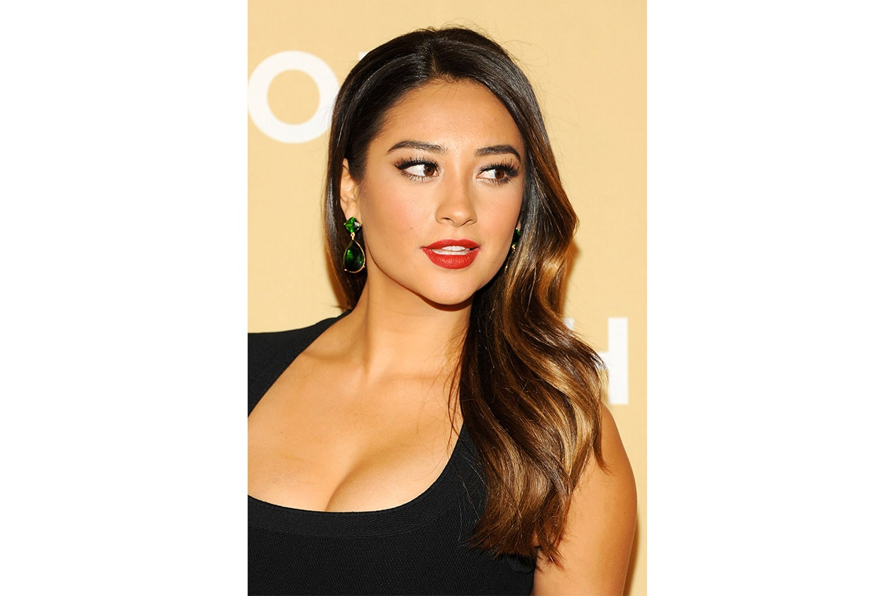 Shay Mitchell beauty look: red lipstick