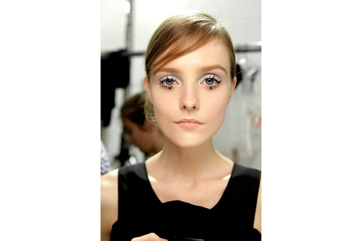 Trucco occhi pastello: grigio perla con dettaglio nero