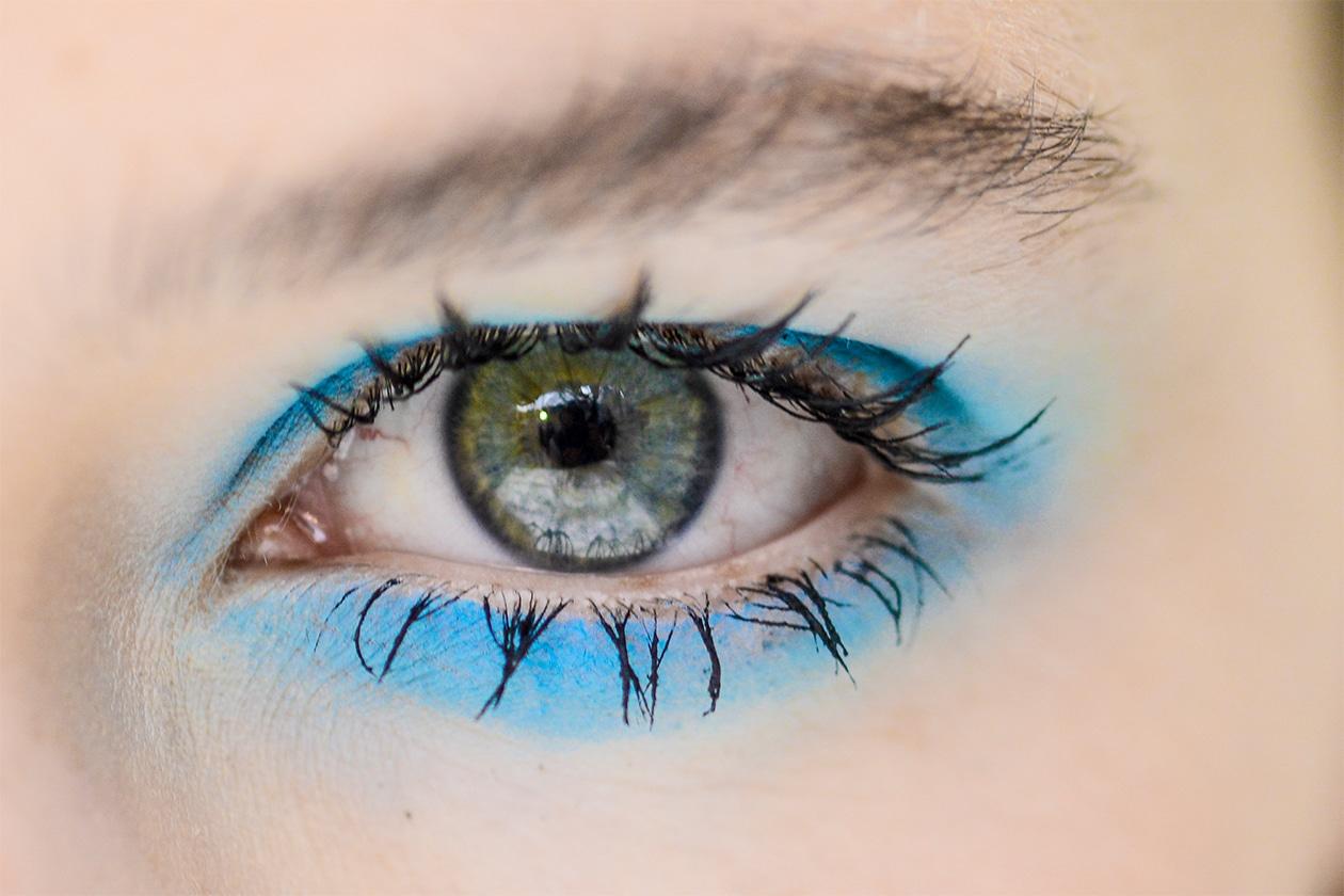 Trucco occhi pastello: smokey eyes azzurro