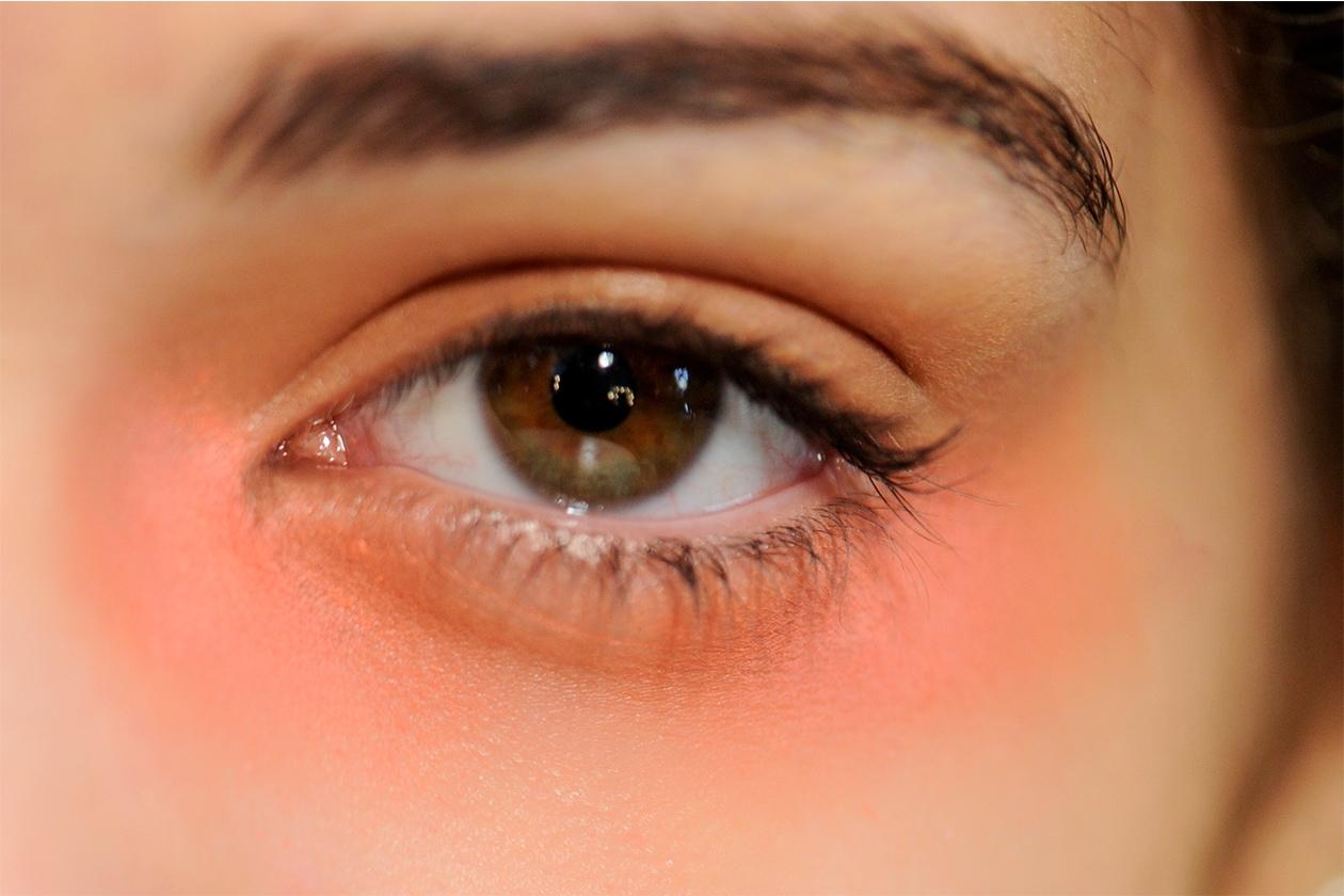 Trucco occhi pastello: smokey eyes color pesca