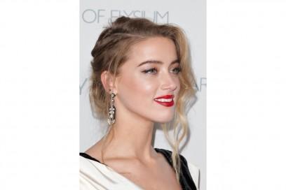 CAPELLI BIONDI E SOPRACCIGLIA SCURE: Amber Heard