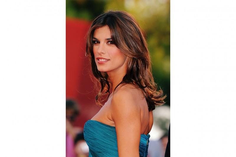 Elisabetta Canalis capelli: piega naturale per i capelli lunghi