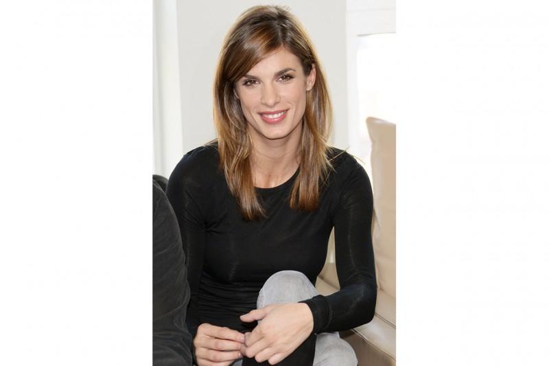 Elisabetta Canalis capelli: taglio sfilato con riga laterale