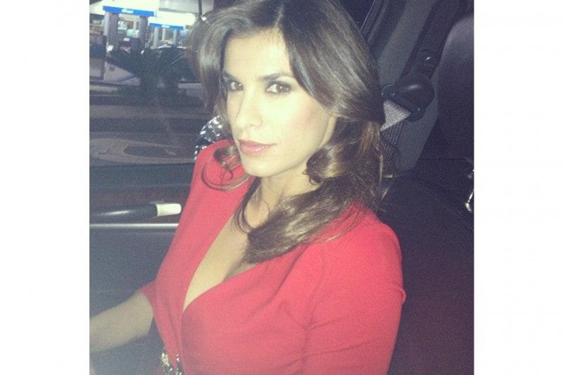 Elisabetta Canalis capelli: onde morbide con riga laterale