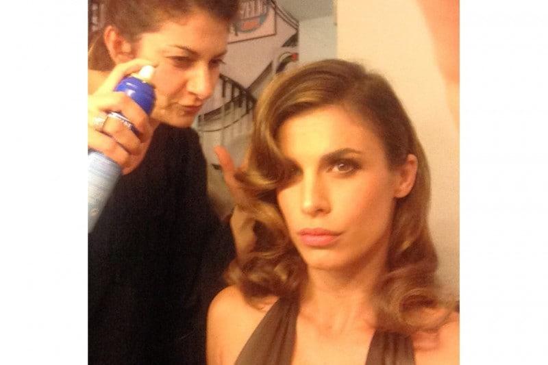 Elisabetta Canalis capelli: look vintage per l'acconciatura a onde