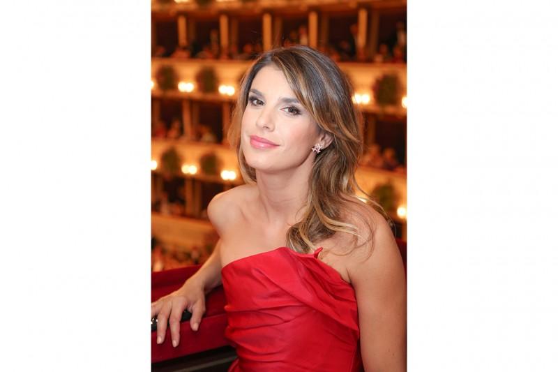 Elisabetta Canalis capelli: il colore castano è arricchito dalle schiariture