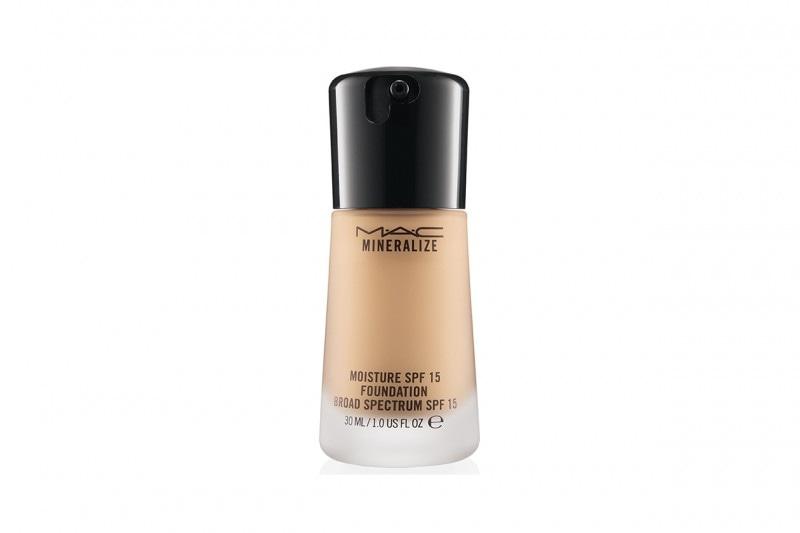 Fondotinta per la pelle secca: MAC Cosmetics Mineralize Moisture Foundation