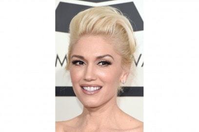 CAPELLI BIONDI E SOPRACCIGLIA SCURE: Gwen Stefani