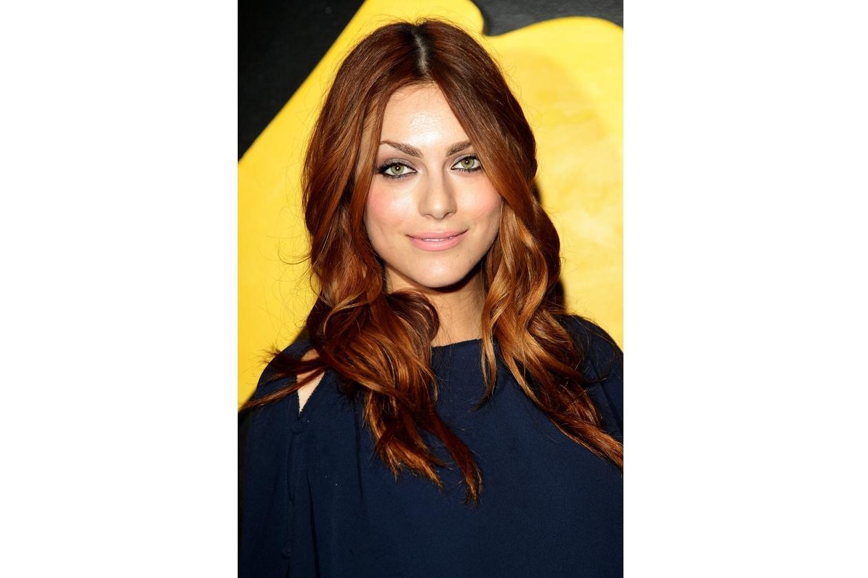 Miriam Leone capelli: riga centrale e lunghezze mosse