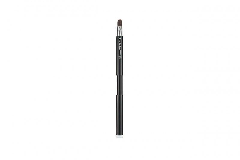 Beauty case da borsetta: MAC Cosmetics Retractable Lip Brush 318