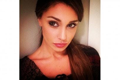 Belen Rodriguez trucco: labbra luminose