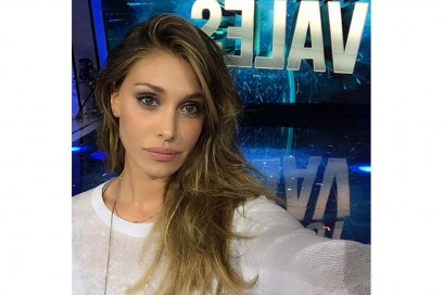 Belen Rodriguez trucco: smokey eyes grigio viola