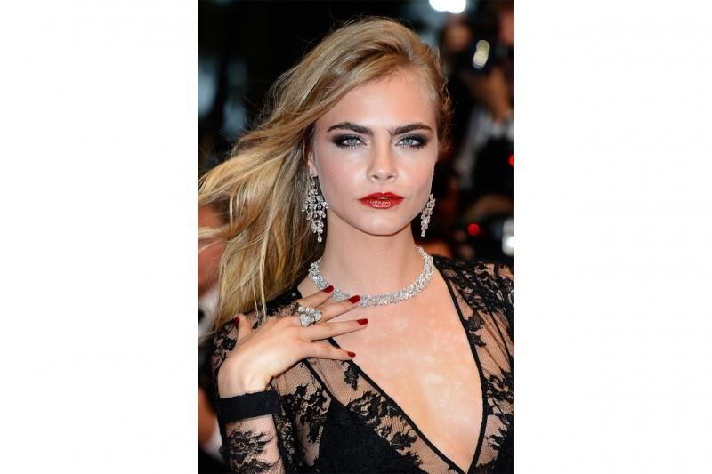 Cara Delevingne trucco: rossetto luminoso