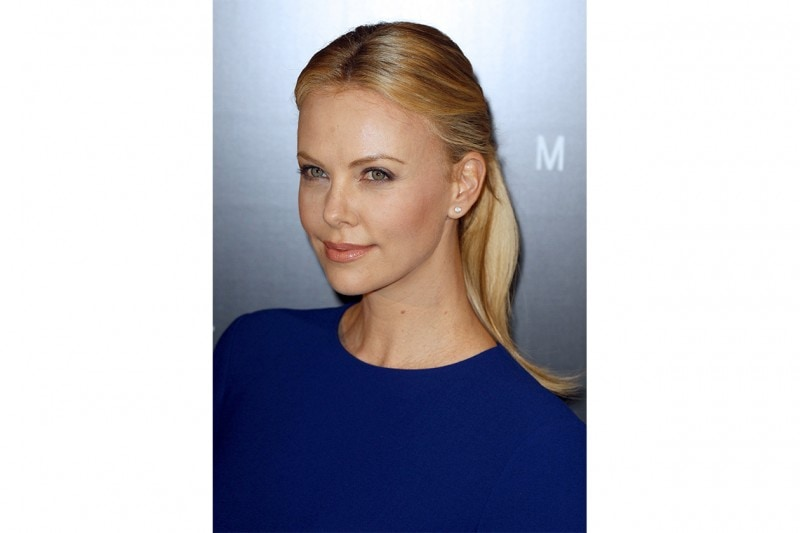 Charlize Theron capelli: pony tail