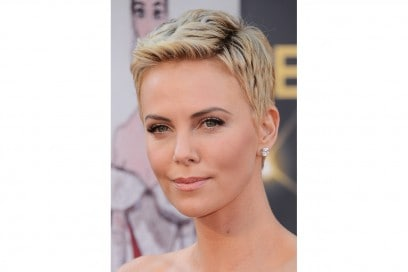 Charlize Theron capelli: short hair