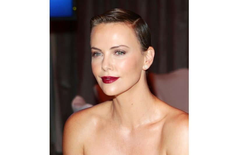 Charlize Theron trucco: dark lips