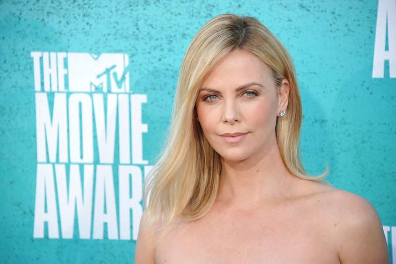 Charlize Theron trucco: make up nude