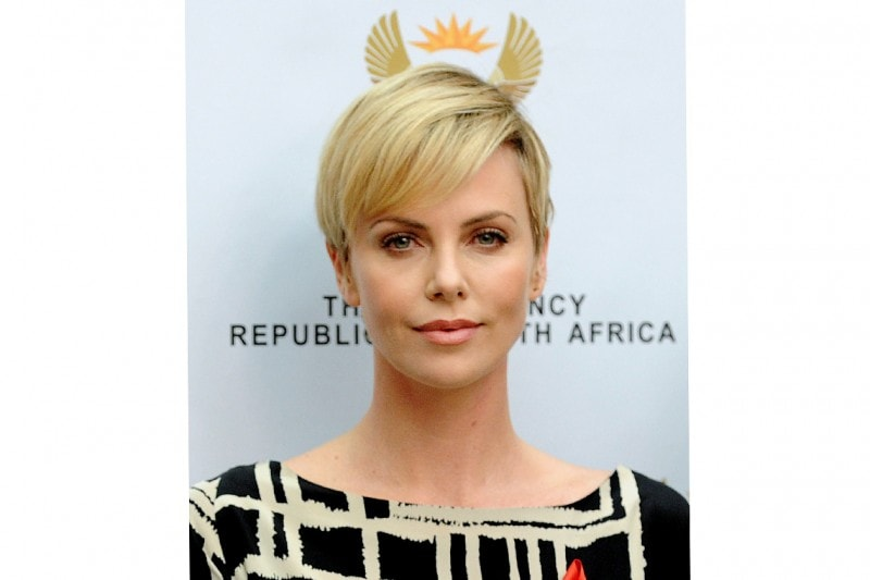 Charlize Theron trucco: nude look