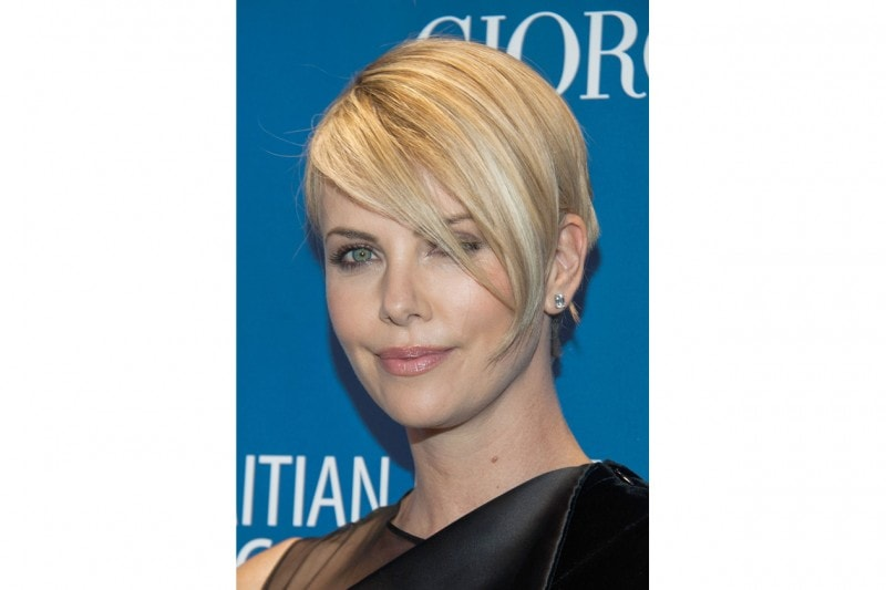 Charlize Theron trucco: polveri soft
