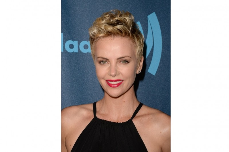 Charlize Theron trucco: rossetto brillante