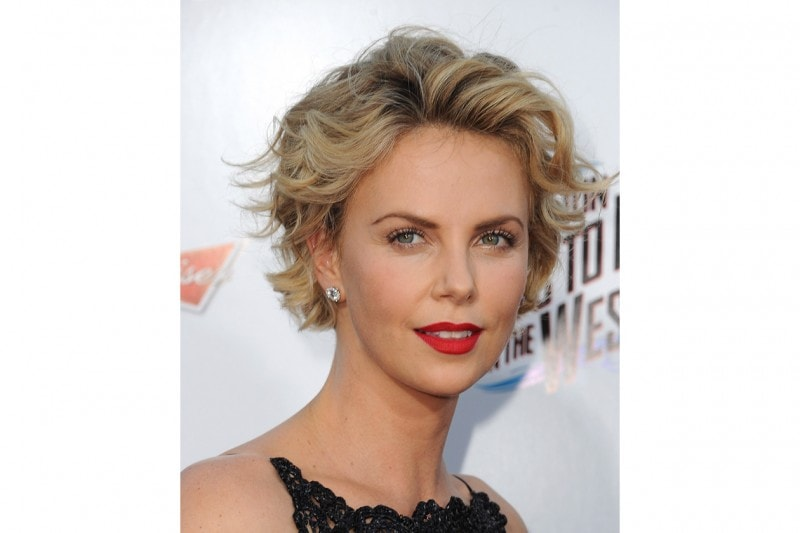 Charlize Theron trucco: rossetto rosso