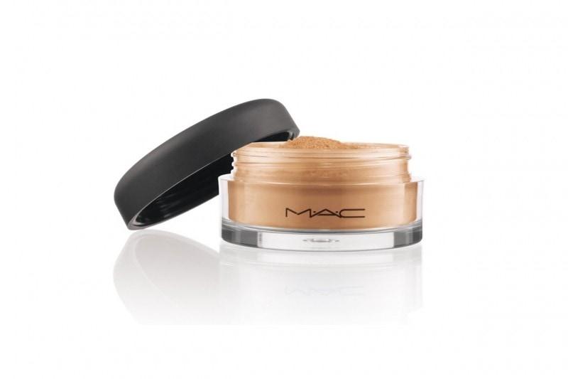 Fondotinta per la pelle grassa: MAC Cosmetics Mineralize Loose Foundation