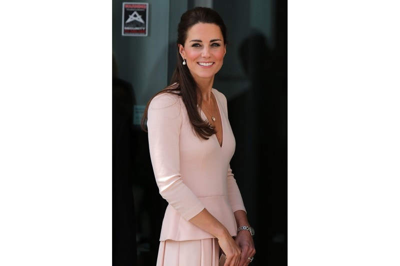 Kate Middleton make up: black smokey eyes e pinky cheeks