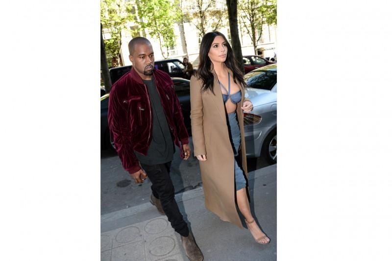 Kim Kardashian: con bra a vista