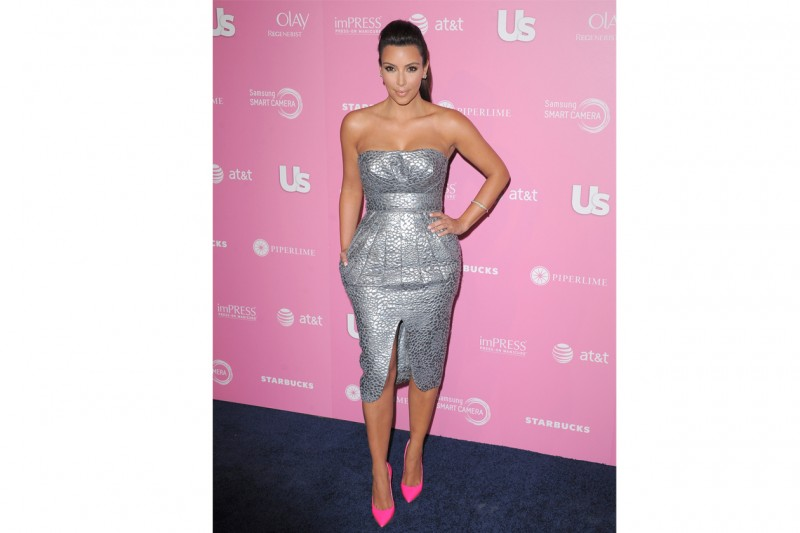 Kim Kardashian: lady-like in abito metallizzato