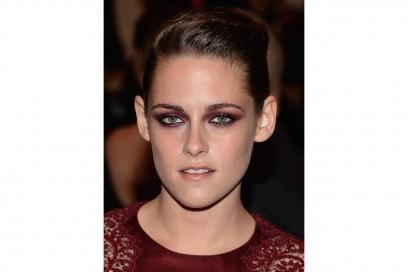 Kristen Stewart trucco: smokey eyes burgundy