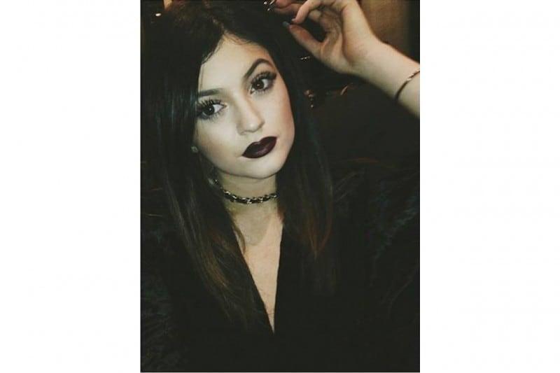 Kylie Jenner make up: black purple lips