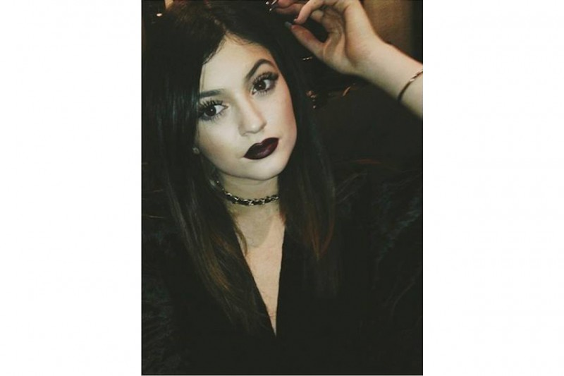 Kylie Jenner make up: black purple lips