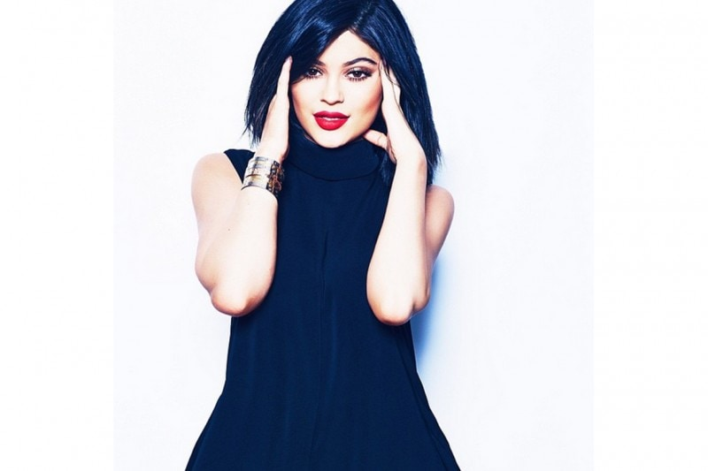 Kylie Jenner make up: bronze smokey eyes and red lips