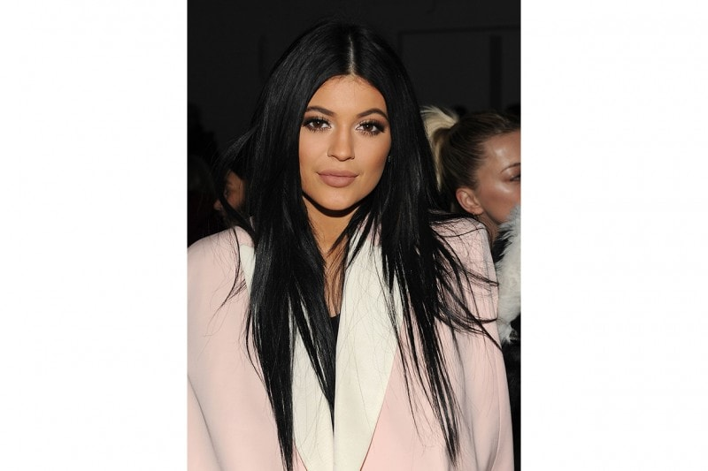 Kylie Jenner make up: brown-bronze-copper eyes and cappuccino lips