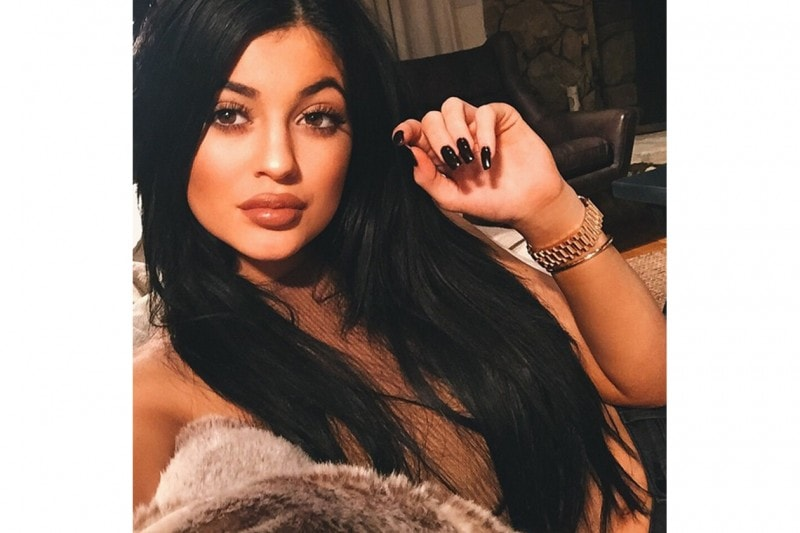 Kylie Jenner make up: brown lips