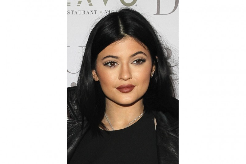Kylie Jenner make up: iconic 90s