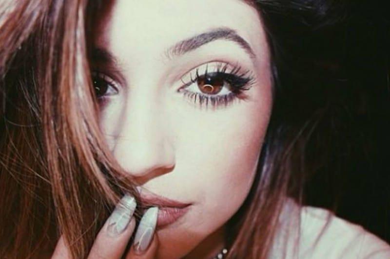 Kylie Jenner make up: ombretto color rame e ciglia finte individuali