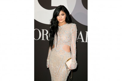 Kylie Jenner make up: silver glittery eyes and beige lips