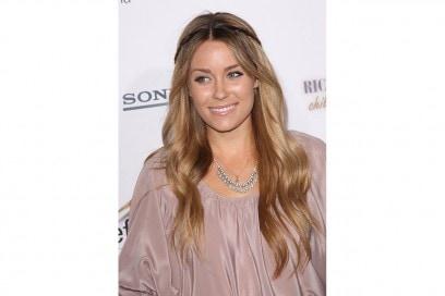 Lauren Conrad capelli: capelli lunghi con treccina