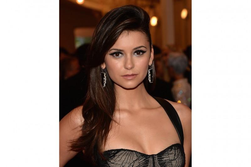 Nina Dobrev make up: black and silver