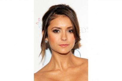 Nina Dobrev make up: marrone caldo e argento luminoso