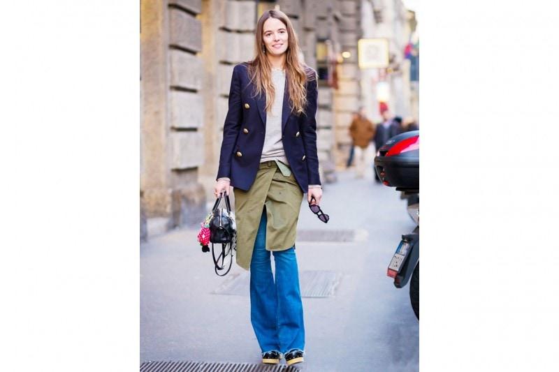 Pantaloni a zampa e scarpe: SCARPE CON SUOLA DI LEGNO