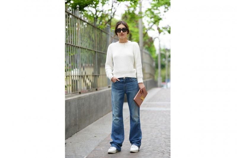 Pantaloni a zampa e scarpe: SNEAKERS