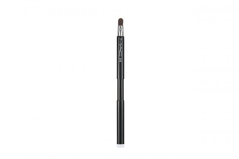 Trucco labbra: MAC Cosmetics Retractable Lip Brush 318
